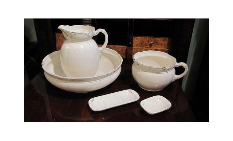 Sk548 – Lavabo-džbán na vodu, nočník, 2x dóza na mýdlo