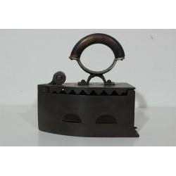 Sk1293 - Žehlička na uhlí