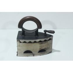Sk1341 - Žehlička na uhlí